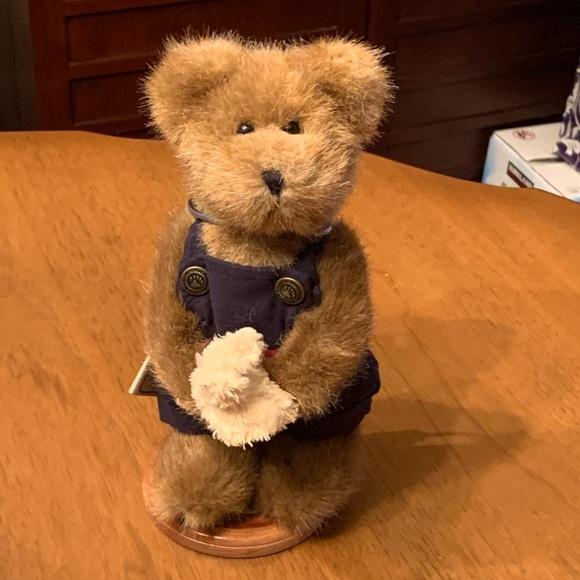 """Boyds Bears """"Edmund"""" Plush Bear"""